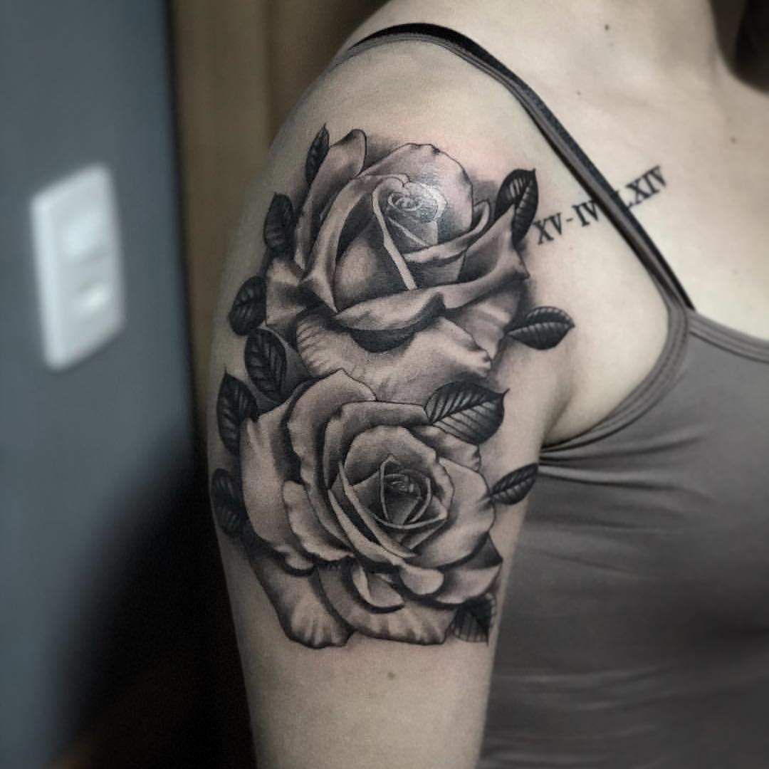 梅小姐大臂写实玫瑰罗马数字纹身图案
